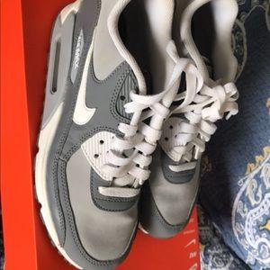 Woman grey Nike air max